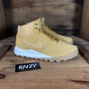 NEW Nike Hoodland Suede Haystack